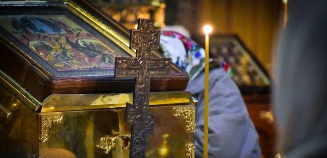 Священик у волинському селі перестрів жінку з підписами за ПЦУ та тряс її, поки не забрав підписи