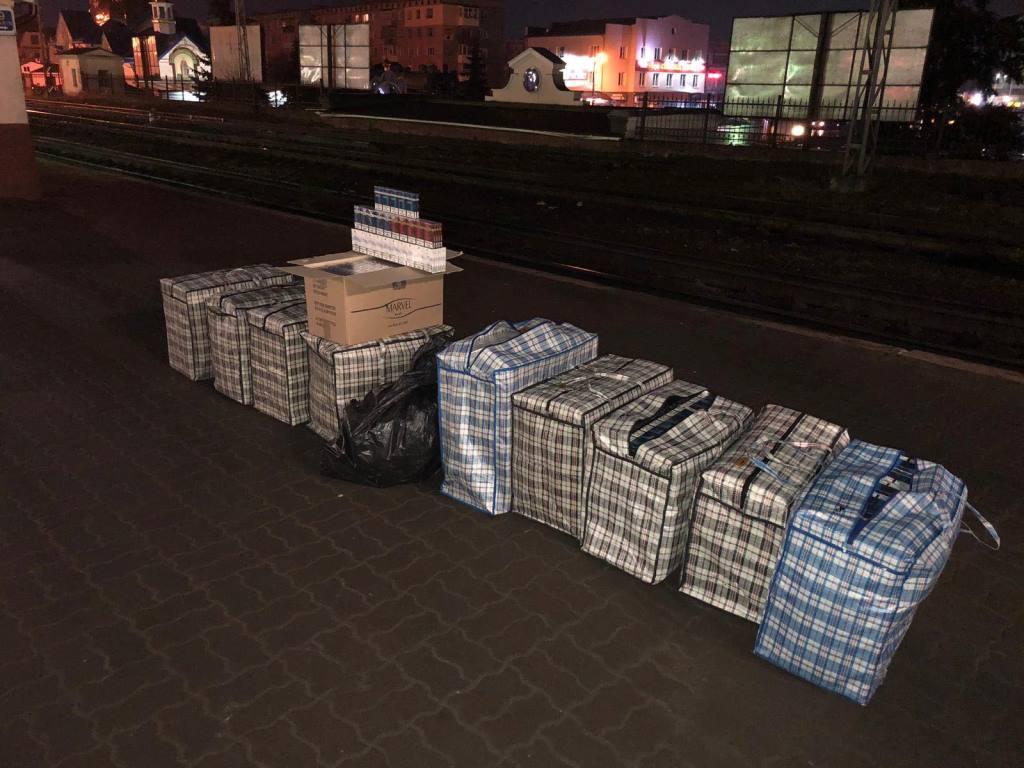 На Ковельському вокзалі вилучили контрафактні цигарки. ФОТО