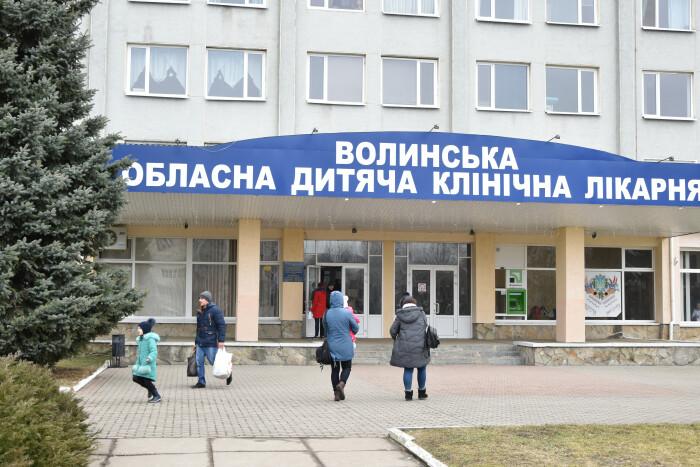 У Волинську обласну дитячу лікарню за кошти благодійників придбали гемоаналізатор. ФОТО. ВІДЕО