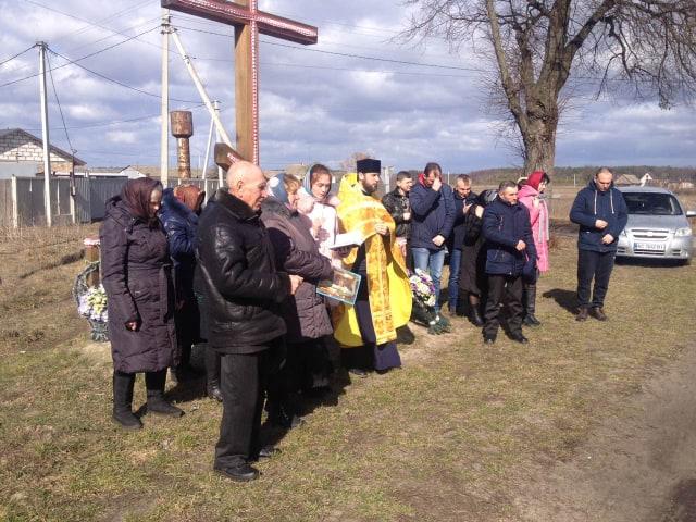 Прихильники Московського Патріархату у селі на Волині молилися під церквою, яка перейшла до ПЦУ
