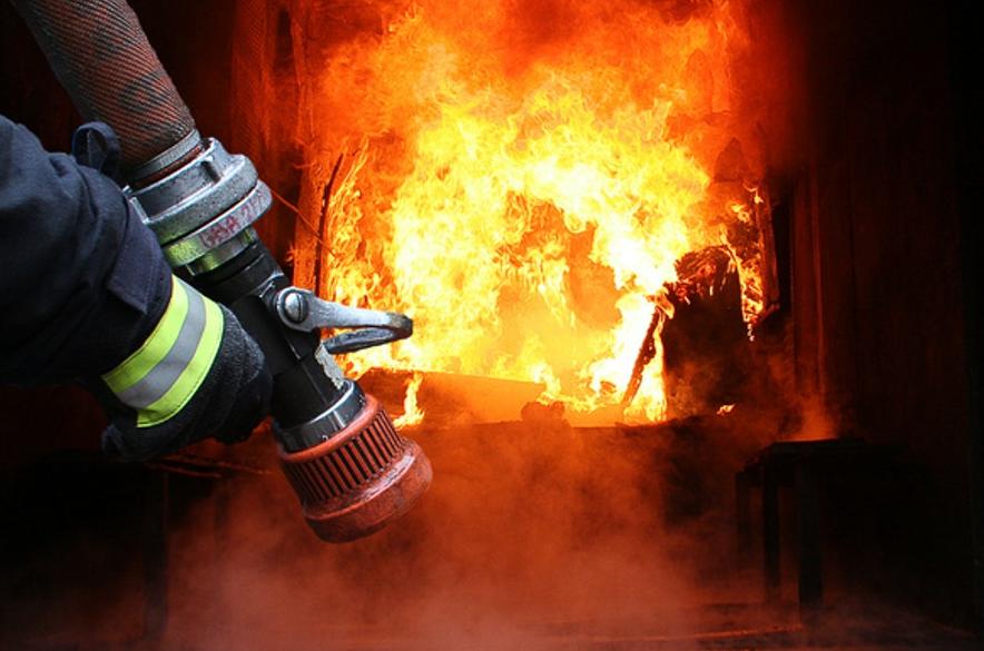 На Волині через необережність загорілись будівлі