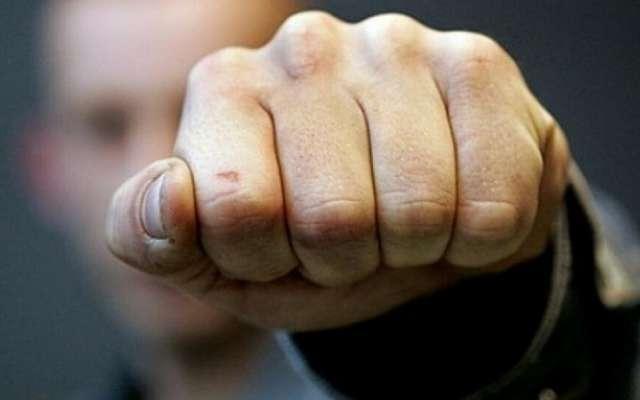 У Луцьку побили чоловіка, який був з дитиною, через зауваження у маршрутці