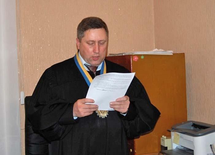 Луцький суддя отримує матеріальну допомогу