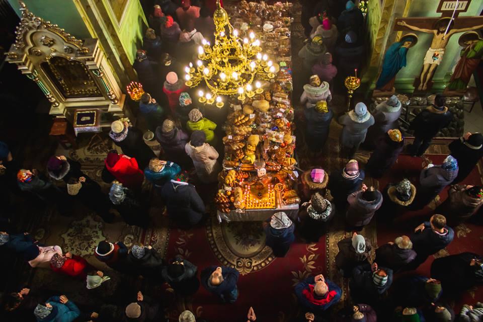 Паказали, як у волинському храмі відбувалася батьківська поминальна субота. ФОТО