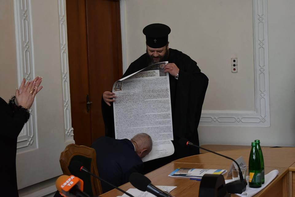 Савченку подарували копію Томоса