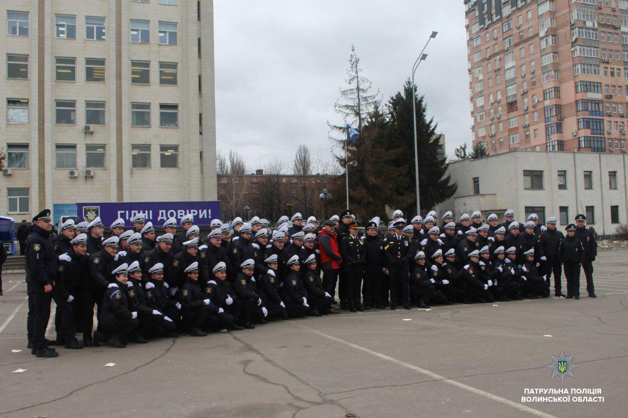 Лави волинських патрульних поповнили нові поліцейські. ФОТО