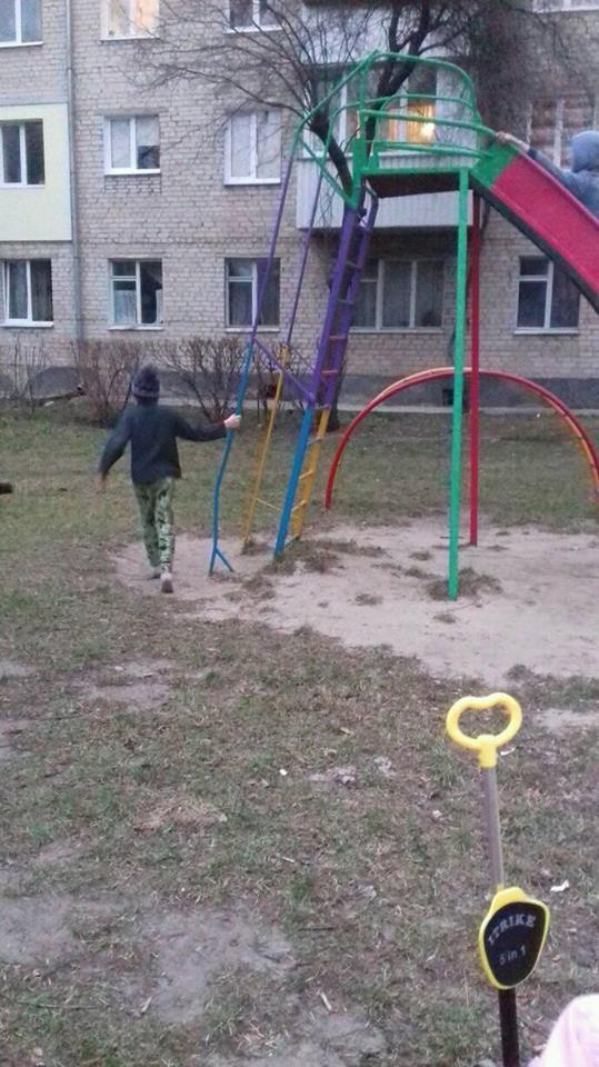 У Луцьку діти бігали босі на вулиці без нагляду батьків