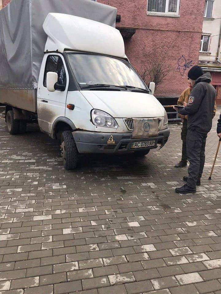 На вулицях Луцька штрафували горе-паркувальників. ФОТО