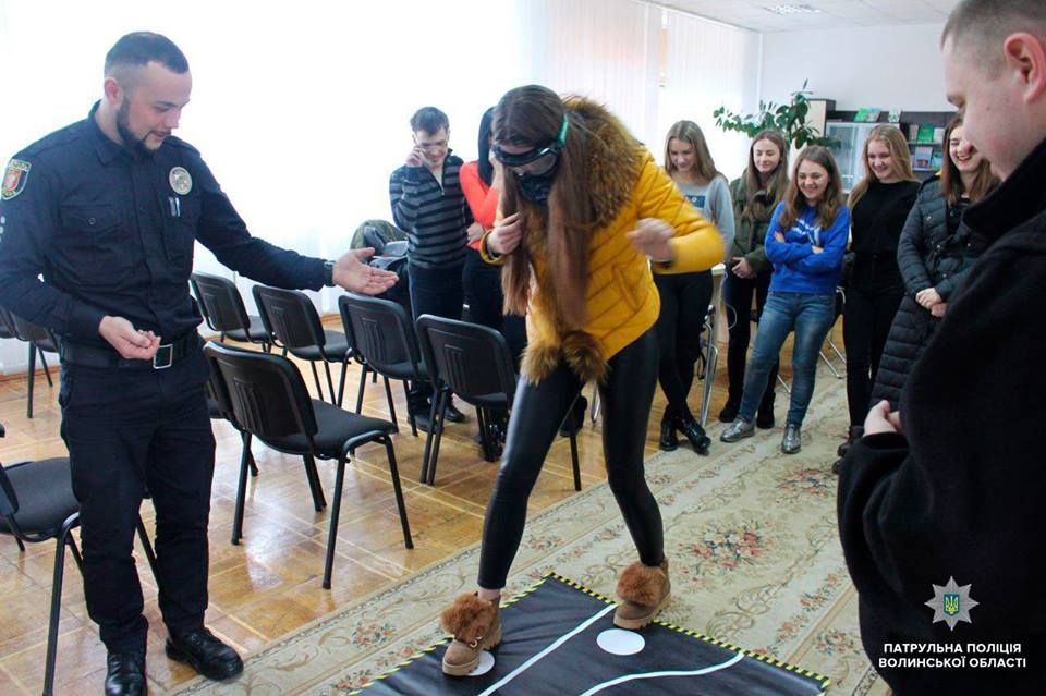 Волинські студенти випробували алкоокуляри. ФОТО