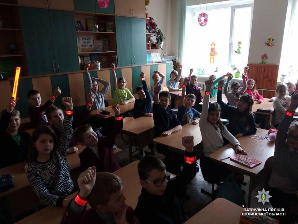 У луцькій гімназії з'явились «світлодіти». ФОТО