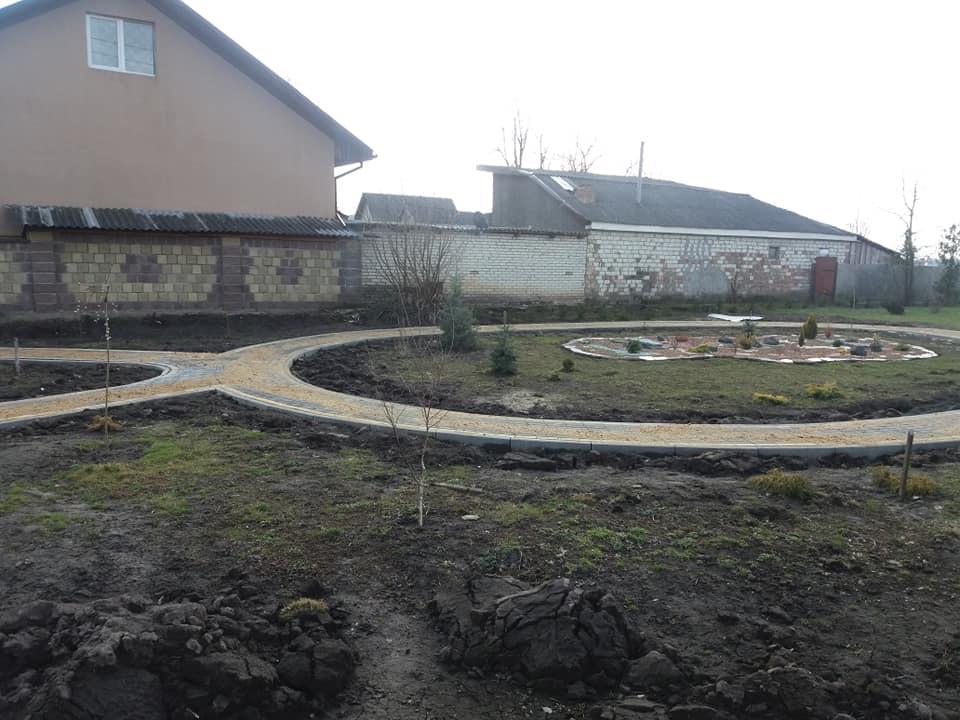 У  селі поблизу Луцька облаштовують сквер на території монастирського скита