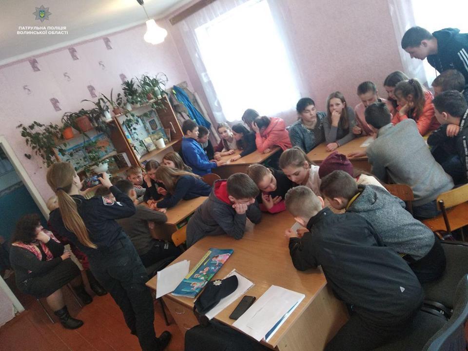 Волинських школярів навчали правил безпеки на дорозі. ФОТО