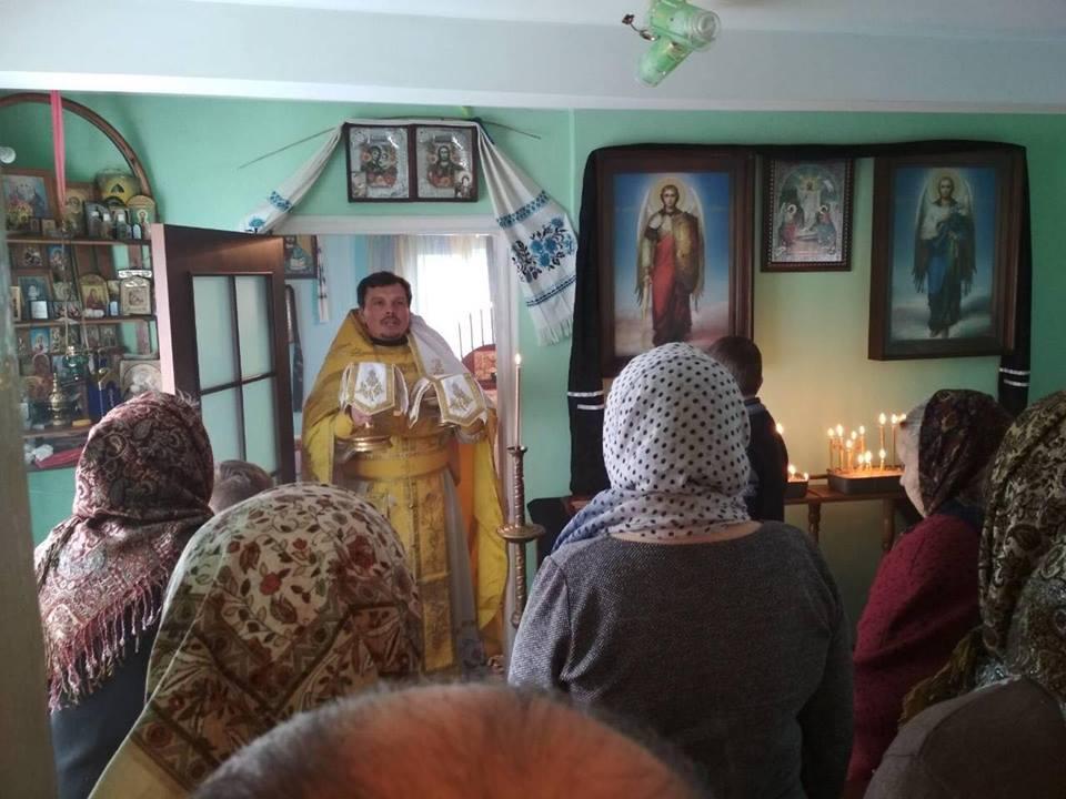 Прихильники МП у двох селах Луцького району моляться в хатах