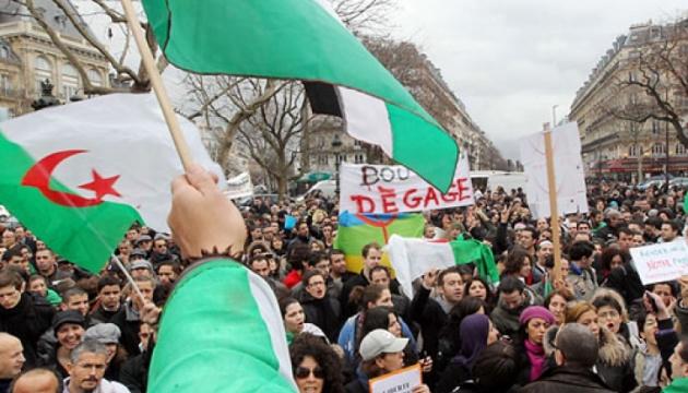 В Алжирі тисячі людей знову вийшли на акції проти п'ятого терміну президента