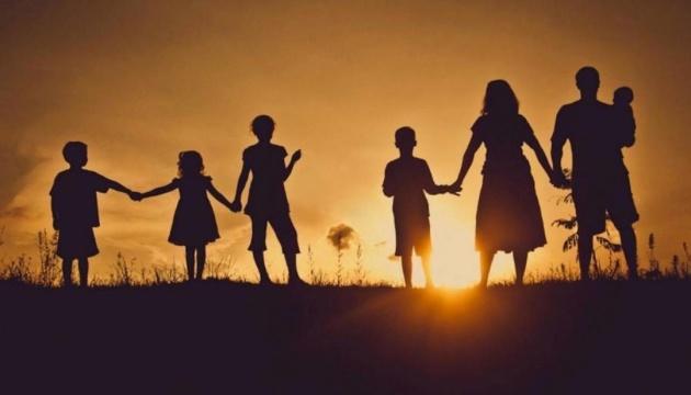 Багатодітні сім'ї з 1 квітня отримуватимуть доплати
