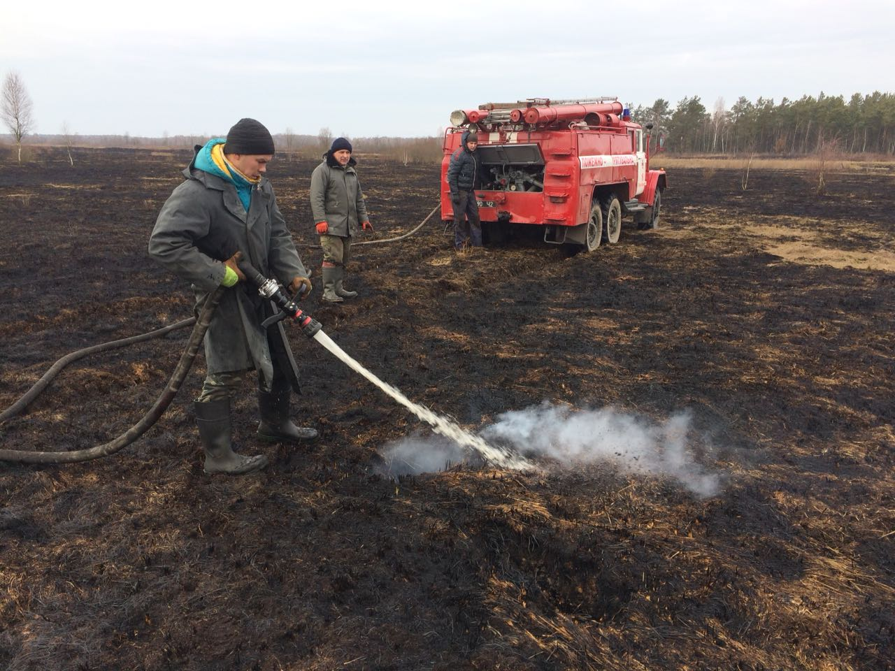 Волинські рятувальники загасили першу у цьому році пожежу торфу
