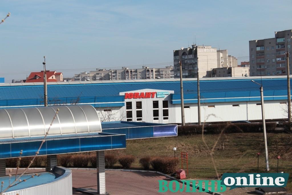 У Луцьку – скандал у відомому торговому центрі: підприємці стверджують, що фірма надає їм послуги без ліцензії. ДОКУМЕНТИ