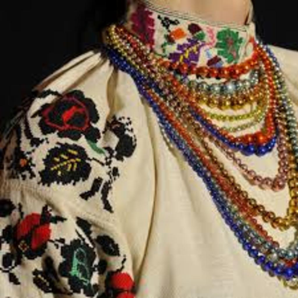 Лучанам показали старовинне традиційне вбрання. ВІДЕО