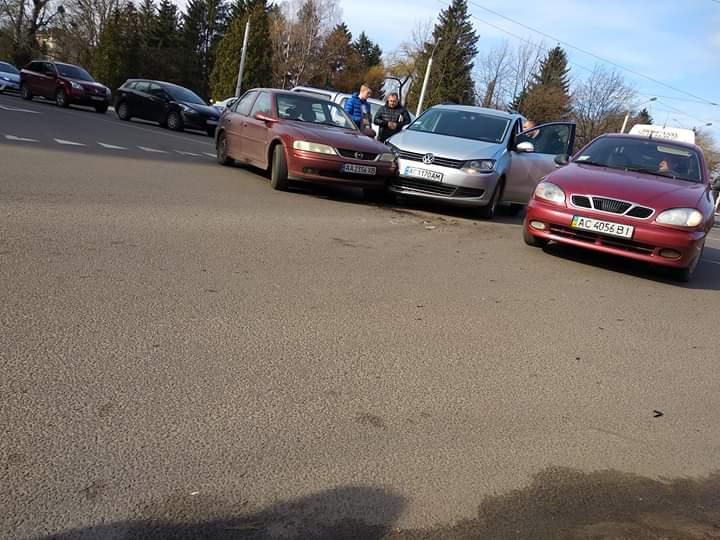 У Луцьку зіткнулись дві автівки. ФОТО