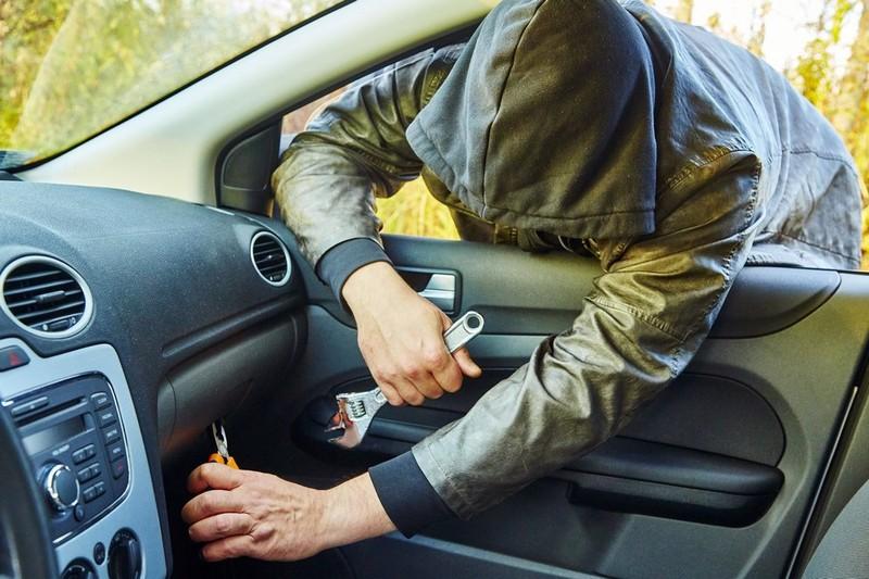 У Луцьку зафіксували шість крадіжок з автомобілів
