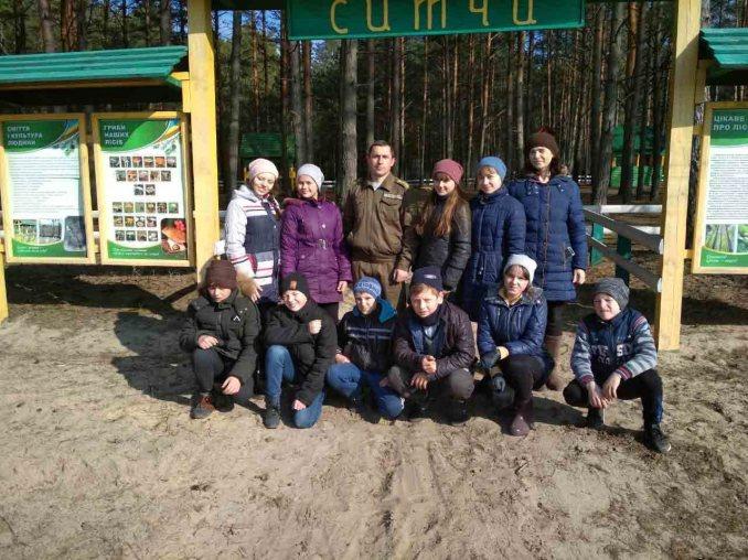 На Камінь-Каширщині понад 100 людей вийшли на прибирання лісу. ФОТО