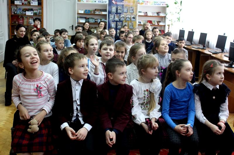 У луцькій бібліотеці школярі радо зустрічали відомих дитячих письменників. ФОТО