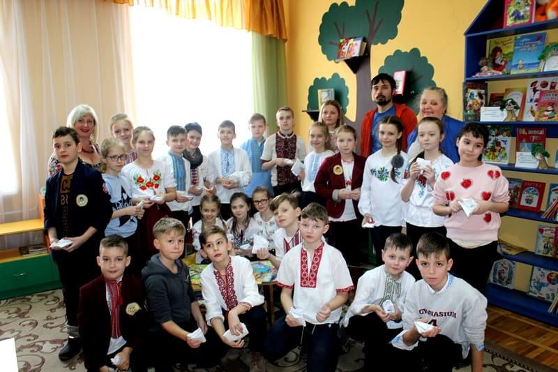 У Луцьку в бібліотеці для дітей відбулася зустріч з майстром гончарства. ФОТО