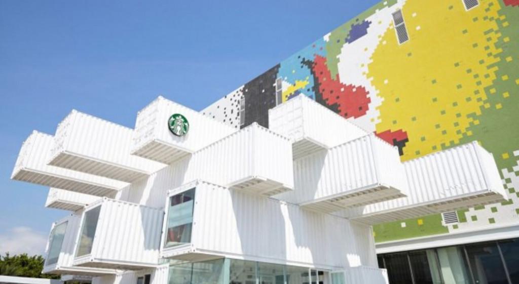 Японський архітектор створив кав'ярню з вантажних контейнерів