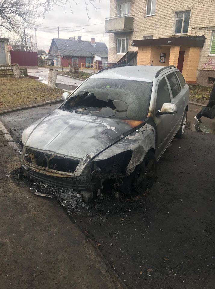 Луцька адвокатка розповіла, що поліція бачила «євробляху», яка їхала з місця підпалу