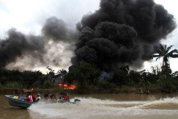 Через вибух на нафтопроводі в Нігерії понад 50 людей зникли безвісти