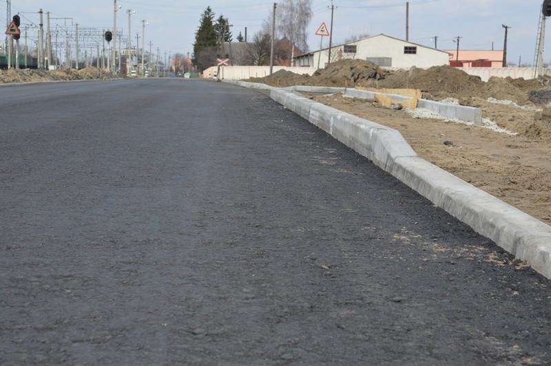 У Луцьку будівельників зобов'язали прибрати з дороги бруд