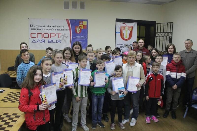 У Луцьку для дітей провели змагання з дартсу. ФОТО