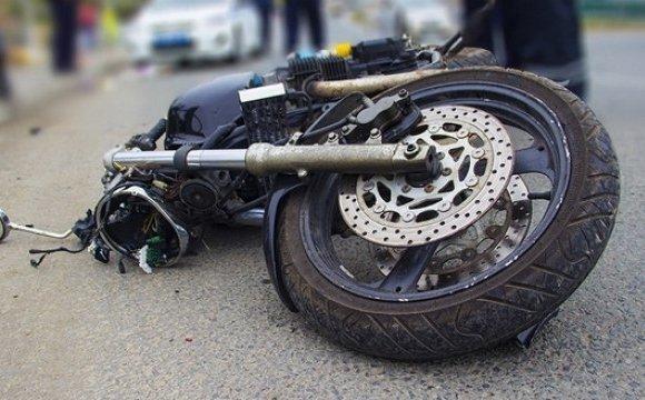 На Волині мотоцикл врізався у паркан, водій у реанімації