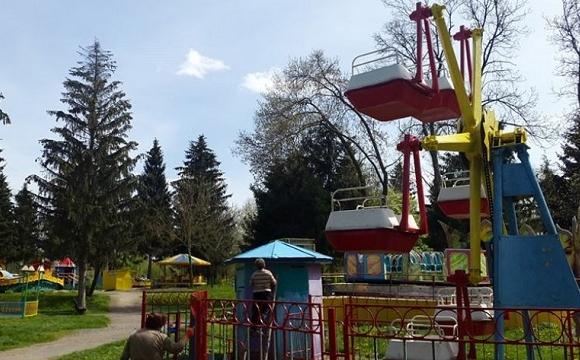 У Луцьку здали атракціони у Центральному парку на три роки