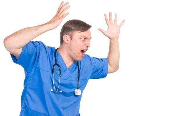 «Щоб я тебе в себе на прийомі не бачив», – волинянка нарікає на хамство лікаря
