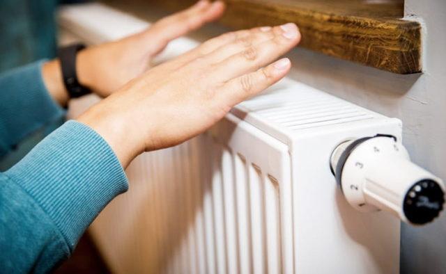 Лучанам пояснили, чому опалюють квартири, коли на вулиці тепло