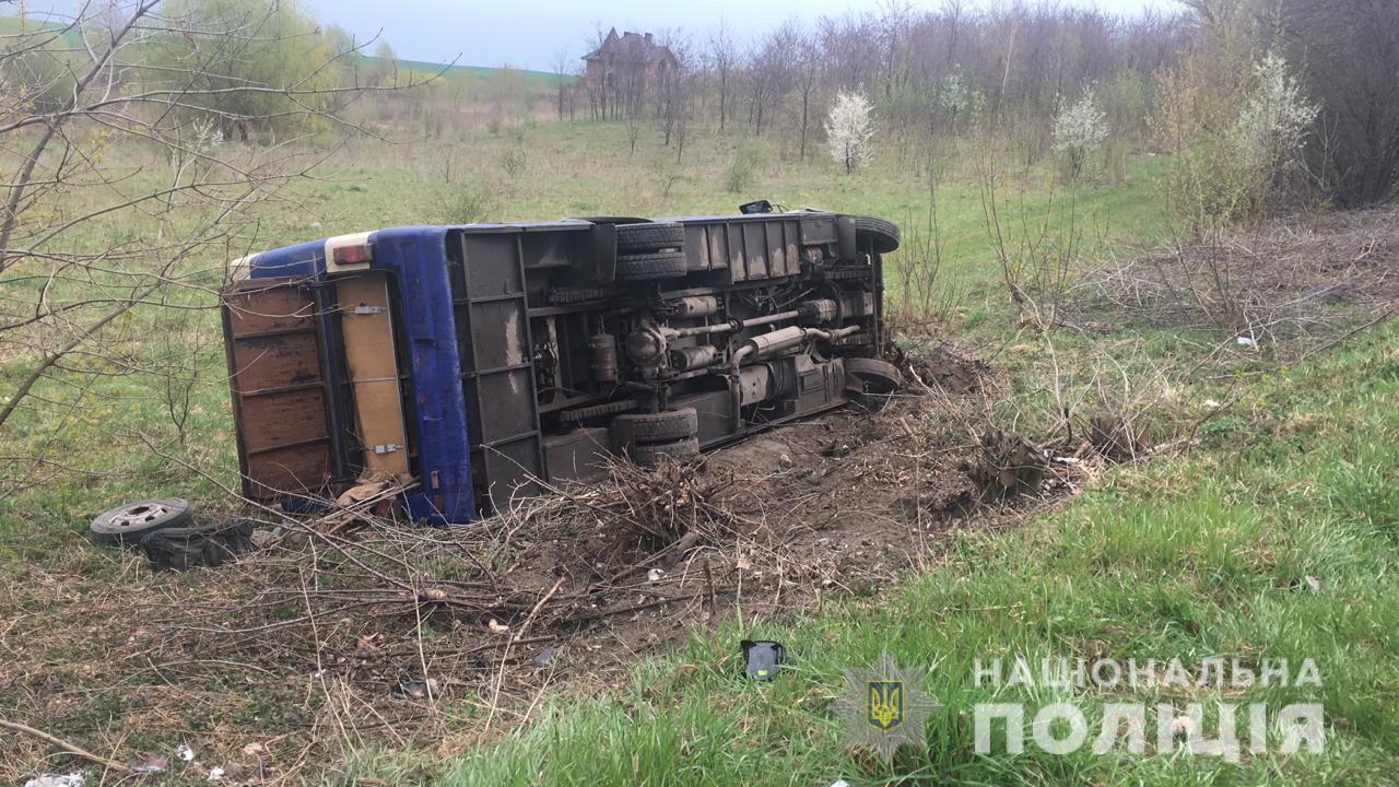 Біля Луцька автобус зіткнувся із авто: загинуло троє людей