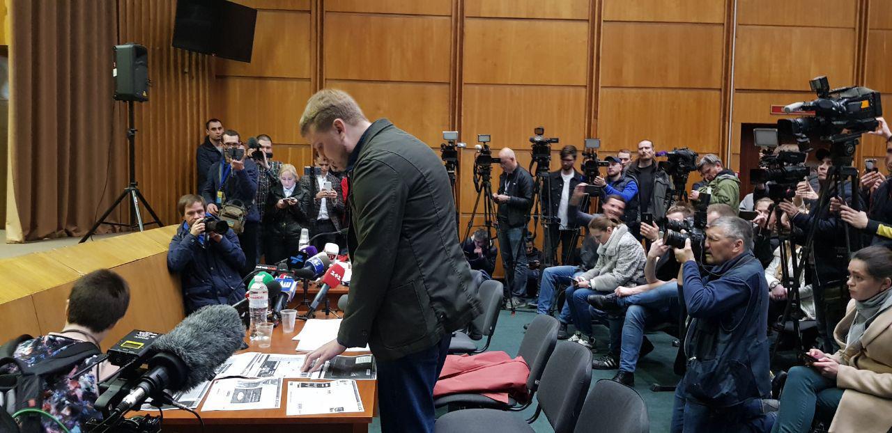 Розпочався суд щодо можливого анулювання реєстрації Зеленського кандидатом в президенти