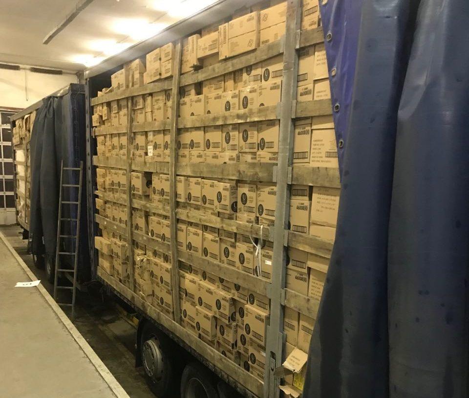 Волинські митники вилучили у далекобійника «зайвий» товар на півтора мільйона гривень