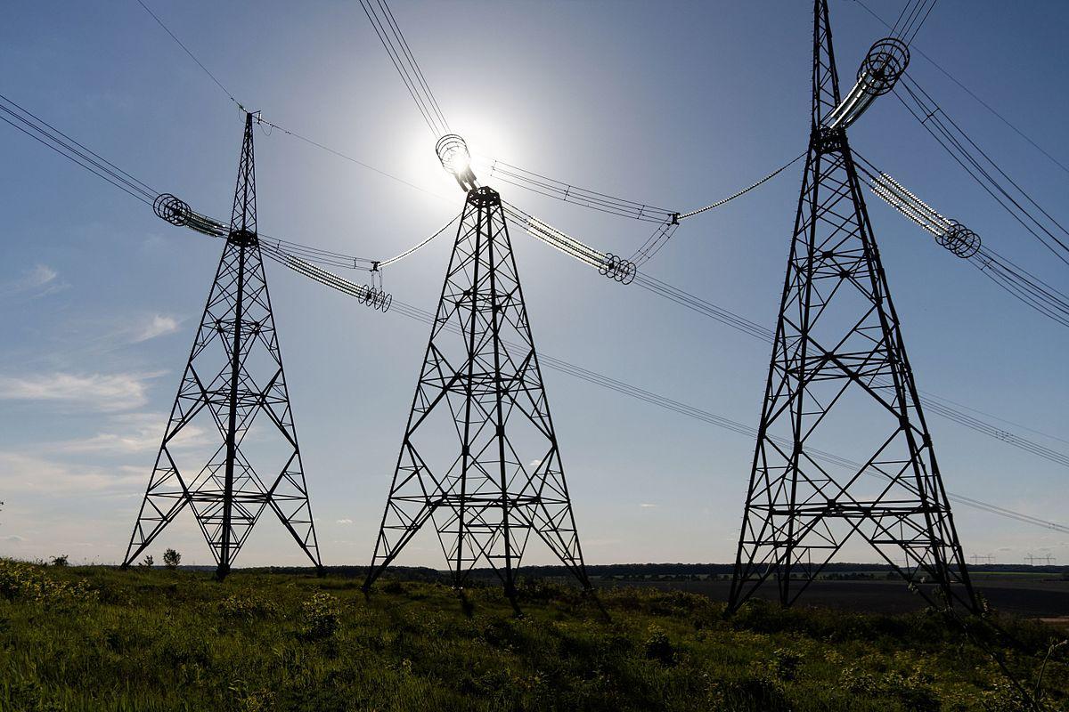 Енергетики закликають волинян дотримуватися правил безпеки у зоні діючих високовольтних ліній