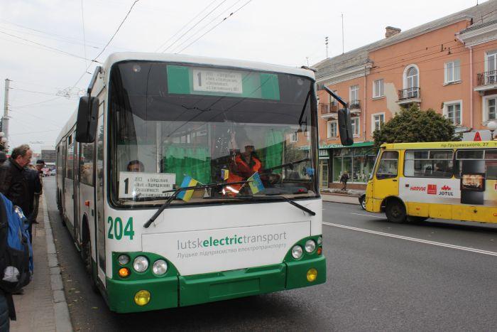 Лучани просять додаткові тролейбуси до кладовища у Гаразджі