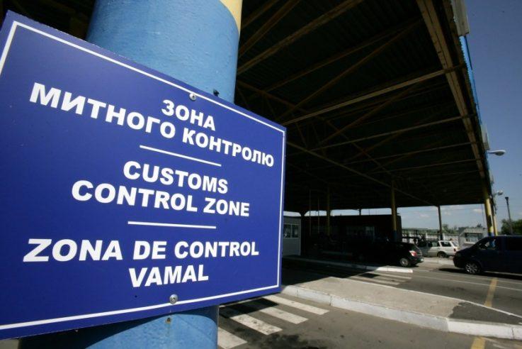 Волинські митники викрили підприємця, який підробив документи на автобус