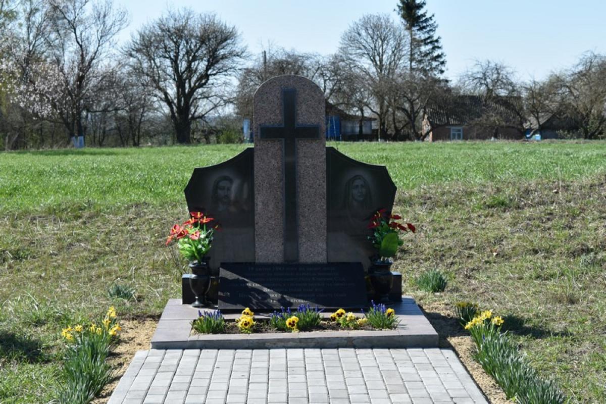 Волиняни вшанували пам'ять загиблих жителів колишнього села Красний Сад. ФОТО