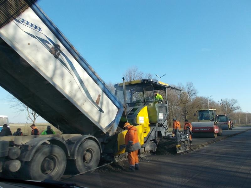 Між населеними пунктами Волині ремонтують дорогу. ФОТО