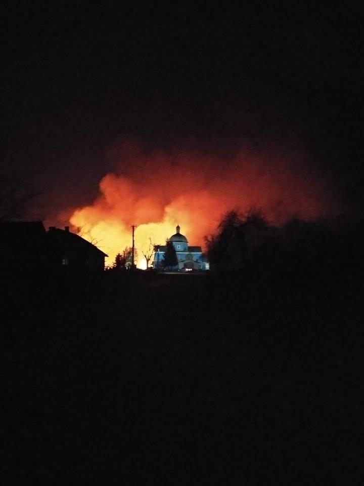 У селі на Волині підпалили траву: пожежа докотилася майже до церкви
