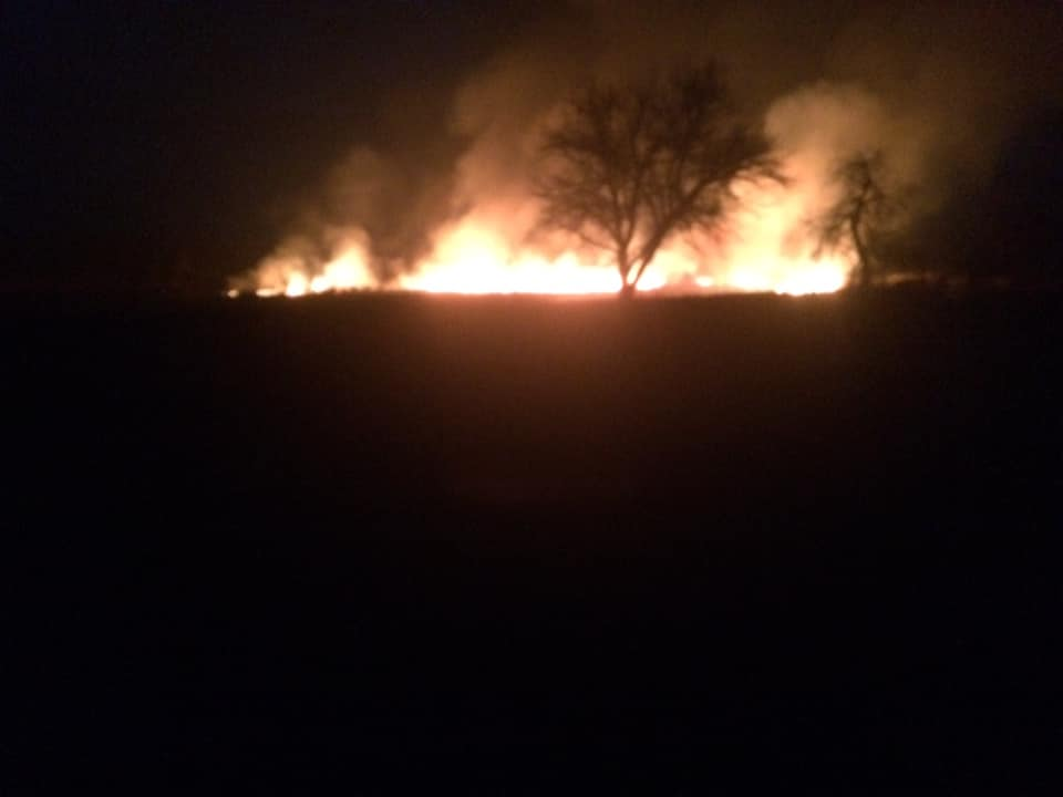 У волинському селі вогонь через підпал трави підступив за 50 метрів до церкви. ВІДЕО