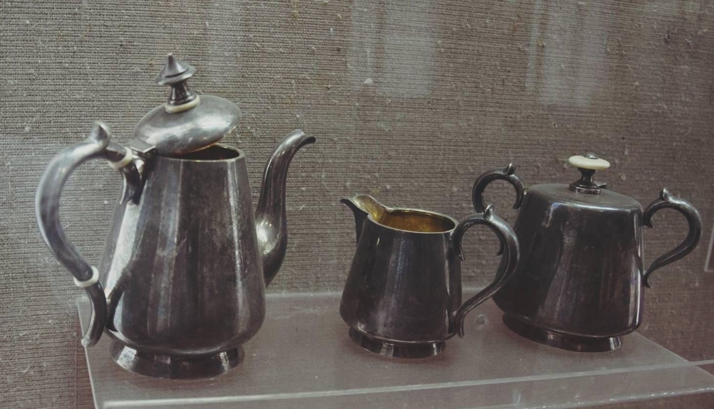 У мережі показали, як виглядала кондитерська та кавовий набір ХІХ століття у Луцьку. ФОТО