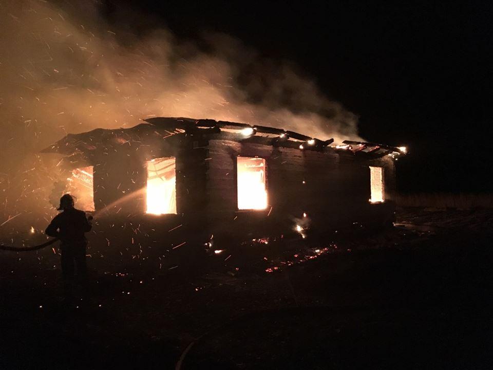 На Волині вночі згоріло два будинки