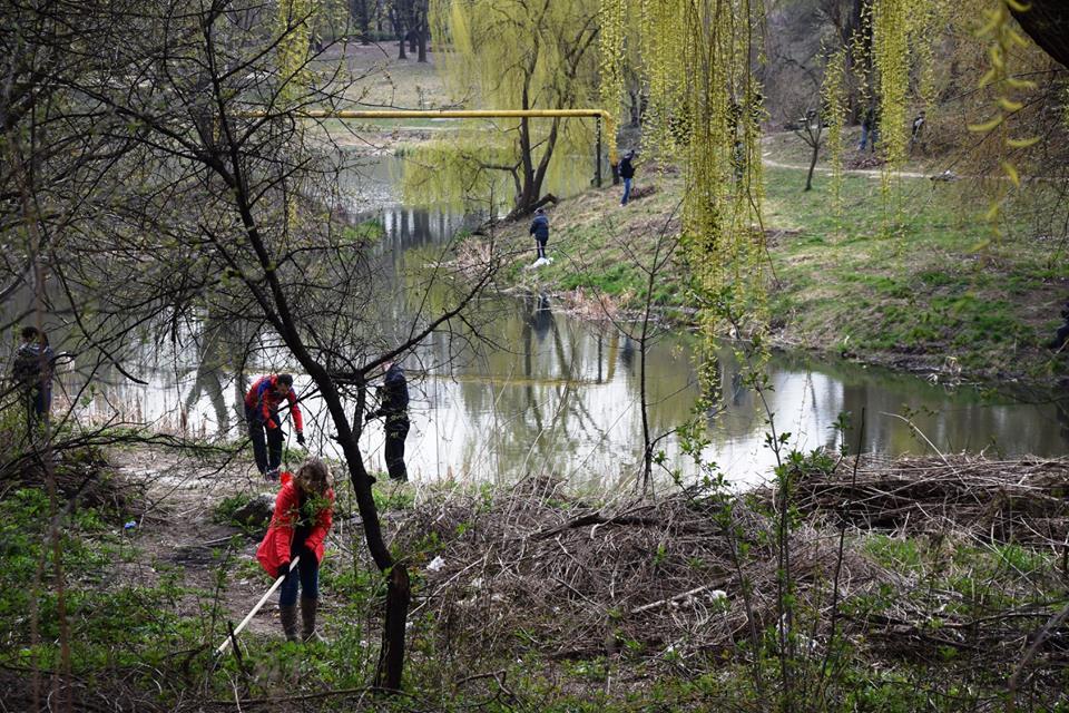 У Луцьку прибрали парк імені 900-річчя. ФОТО
