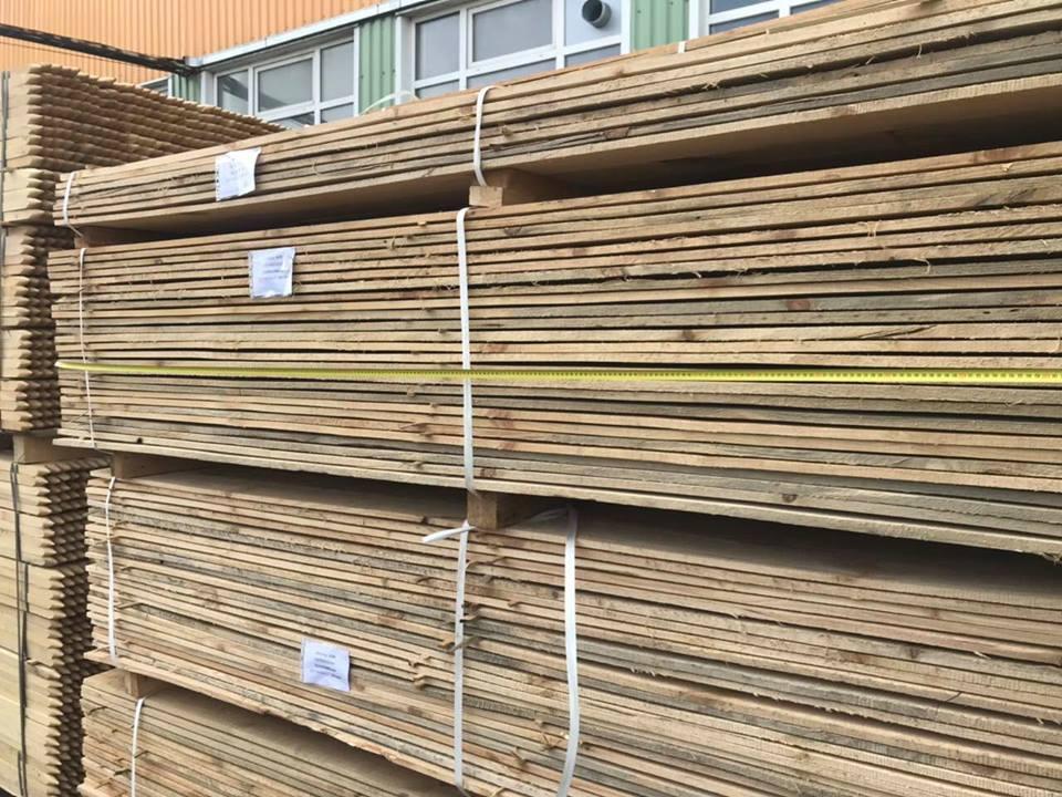 Волинські митники виявили спробу незаконного переміщення рідкісної деревини